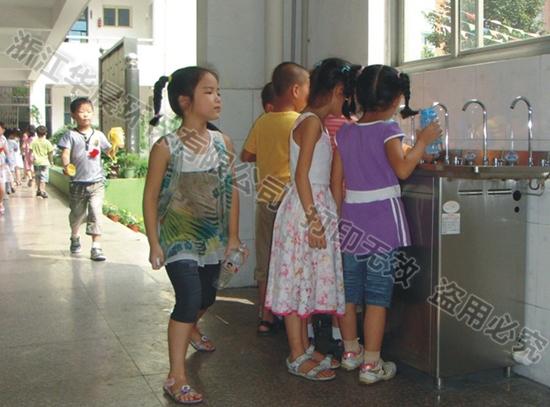学生直饮水器